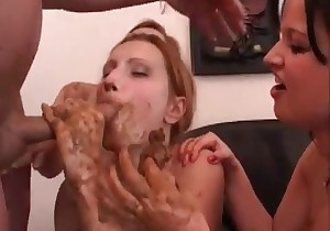 Two shitty girls are giving a BJ