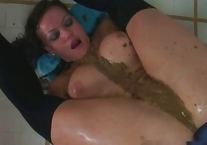 Beauty is shitting on herself