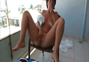 Milf is trying to swallow her shit