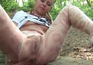 Tanned girl smudges her turd